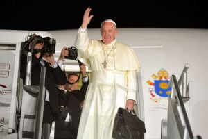 Papa Francisco regresa a Roma